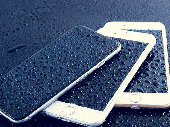 Tips to protect mobile phones from rain